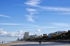 El cielo azul sobre Daytona Beach, la Florida, los E.E.U.U. imágenes de archivo libres de regalías