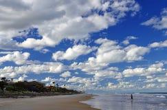 El cielo azul sobre Daytona Beach, la Florida, los E.E.U.U. imagen de archivo libre de regalías