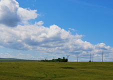 El cielo blanco de las montañas del sol del tiempo del cloudscape de la opinión de la tormenta del verano del viaje de la puesta  Fotografía de archivo libre de regalías
