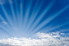 El cielo con las nubes. Foto de archivo