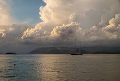 El cielo de Grecia crete imagen de archivo libre de regalías