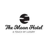 El cielo del hotel de la luna se nubla el logotipo de lujo del balneario Imagen de archivo