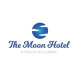 El cielo del hotel de la luna se nubla el logotipo de lujo del balneario Imágenes de archivo libres de regalías