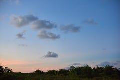 El cielo en la puesta del sol Imágenes de archivo libres de regalías