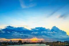 El cielo en la puesta del sol de la nube a tiempo Fotografía de archivo libre de regalías