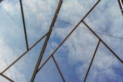 El cielo fuera de la bóveda de la malla Imagen de archivo libre de regalías