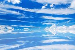El cielo hermoso con refleja en agua fotografía de archivo libre de regalías