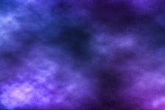 El cielo nocturno protagoniza el fondo, nubes de la nebulosa en cosmos imagen de archivo libre de regalías
