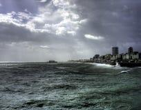 El cielo oscuro de Brighton imagen de archivo