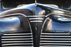 El cielo refleja en la superficie de la máscara brillante de los coches Fotos de archivo