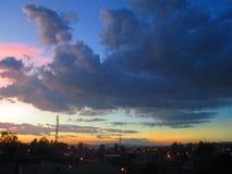 El cielo rojo imagen de archivo