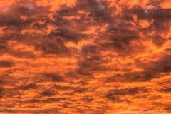 El cielo se arde Imagenes de archivo