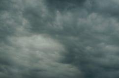 El cielo se cubre con las nubes Fotografía de archivo libre de regalías