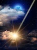 El cielo se nubla la luna del meteorito Imagen de archivo libre de regalías