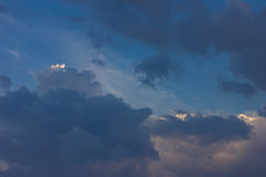 El cielo se nubla la opinión de la puesta del sol de la naturaleza Fotografía de archivo libre de regalías