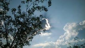 El cielo se nubla luz del sol Imagen de archivo libre de regalías