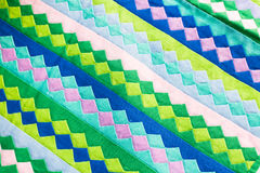 El cierre colorido de la superficie de la manta del estilo de Tailandia encima de la tela del vintage se hace de tela de algodón  Fotos de archivo
