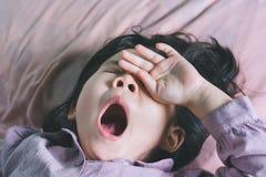 El cierre encima de lindo una pequeña muchacha asiática está durmiendo Fotografía de archivo libre de regalías