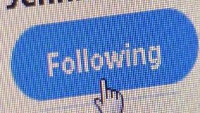 El cierre encima del usuario hace clic en el ` de Twitter sigue el botón del ` almacen de video