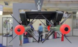 El cierre para arriba de dos misiles teledirigidos de la fibra óptica alcanza gran altura rápida y súbitamente las cabezas Fotografía de archivo libre de regalías