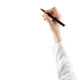 El cierre para arriba de la mano femenina está listo para dibujar con la pluma negra Aislado en el fondo blanco foto de archivo