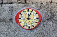 El cierre para arriba del reloj de cerámica manchado imagen de archivo libre de regalías