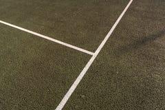 El cierre para todo clima del campo de tenis para arriba, el cruzar del servicio alinea Fotografía de archivo libre de regalías