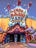 El circo McGurkus en la tierra Universal Studios, Orlando, la Florida de Seuss fotografía de archivo libre de regalías