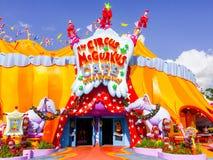 El circo McGurkus en la tierra Universal Studios, Orlando, la Florida de Seuss imagen de archivo libre de regalías