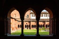 El claustro de la abadía de Chiaravalle en Milán Fotos de archivo libres de regalías