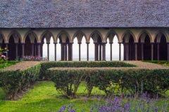El claustro de la abadía de Miguel del santo de Mont Fotos de archivo libres de regalías