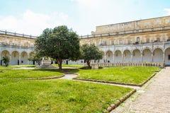 El claustro de San Martín chartreuse en Nápoles Imagen de archivo libre de regalías