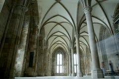 El claustro. Saint-Michel de Mont, Francia Imagen de archivo libre de regalías