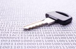 El clave está en la lista con un código binario Fotografía de archivo