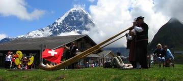 El claxon de las monta?as en festival popular mannlichen Fotos de archivo libres de regalías