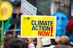 El clima marzo NYC de la gente Imagen de archivo