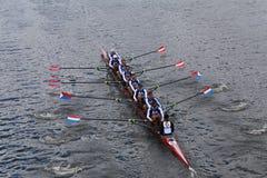 El club del barco de Cambridge compite con en el jefe del campeonato Eights de Charles Regatta Men Imagen de archivo