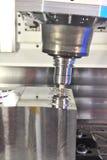 el CNC-moler imagen de archivo libre de regalías