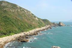 El coastlinein y la isla azules SHENZHEN, CHINA, ASIA Foto de archivo