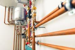 El cobre instala tubos la ingeniería fotografía de archivo