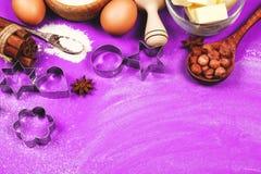 El cocer al horno con amor Imagen de archivo libre de regalías