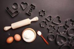El cocer al horno con amor Foto de archivo libre de regalías