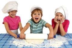 El cocer al horno de los niños Fotos de archivo libres de regalías