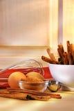 El cocer al horno en la cocina Imágenes de archivo libres de regalías