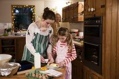 El cocer con la abuela Fotografía de archivo libre de regalías