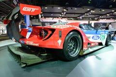 El coche de carreras de Ford GT está en el salón del automóvil 2017 de Dubai Fotos de archivo