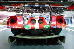 El coche de carreras de Ford GT está en el salón del automóvil 2017 de Dubai Imagenes de archivo