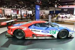 El coche de carreras de Ford GT está en el salón del automóvil 2017 de Dubai Imagen de archivo