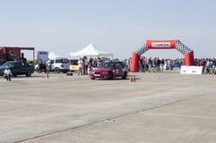 El coche de competición comienza en un arco en fricciones del ` s de Resinge Fotografía de archivo