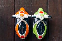 El coche de dos juguetes hizo el ‹del †del ‹del †de cerámica Fotos de archivo libres de regalías